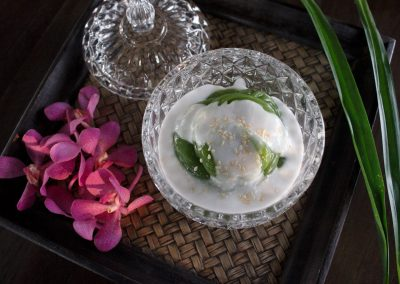 Pandant pudding with coconut sauce